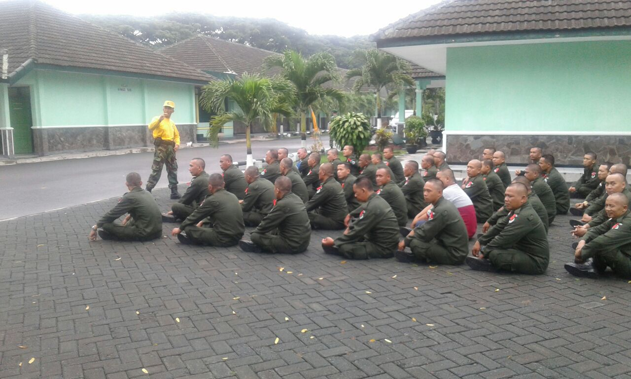 Briefing hari 1: Briefing hari 1 <>